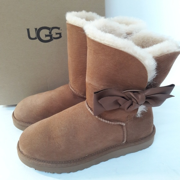 45ee227f963 New Chestnut UGG boots Size 7 NWT